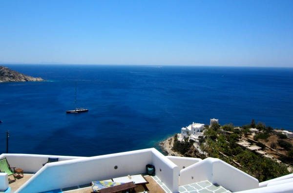 very cheap hotel in ios, party islands in greece, best parties in greece, greek islands