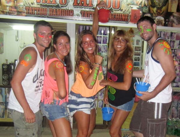 koh samui, thailand, southeast coast, islands in thailand, cool places to visit, best destinations, party island, party places, beer bungalow, koh panghan, full moon party, crazy parties in thailand, full moon paintings and lights, thai buckets
