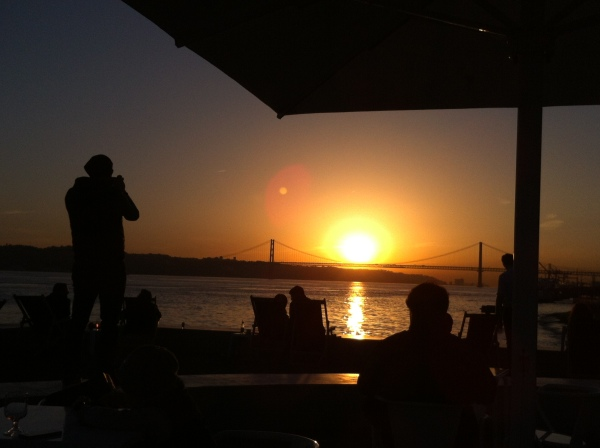 Tagus river, tejo, lisboa, lisbon hidden places, best cities in the world, places to see the sunset, best sunsets in europe, quiosque ribeira das naus