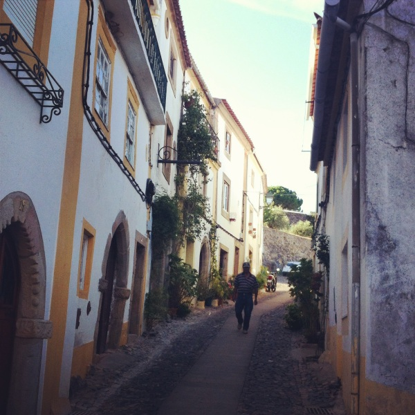 Streets of Castelo de Vide, winy streets, way up to the castle, visit the small villages of portugal, old portuguese villages, alentejo, sintra do alentejo, best hidden places in portugal